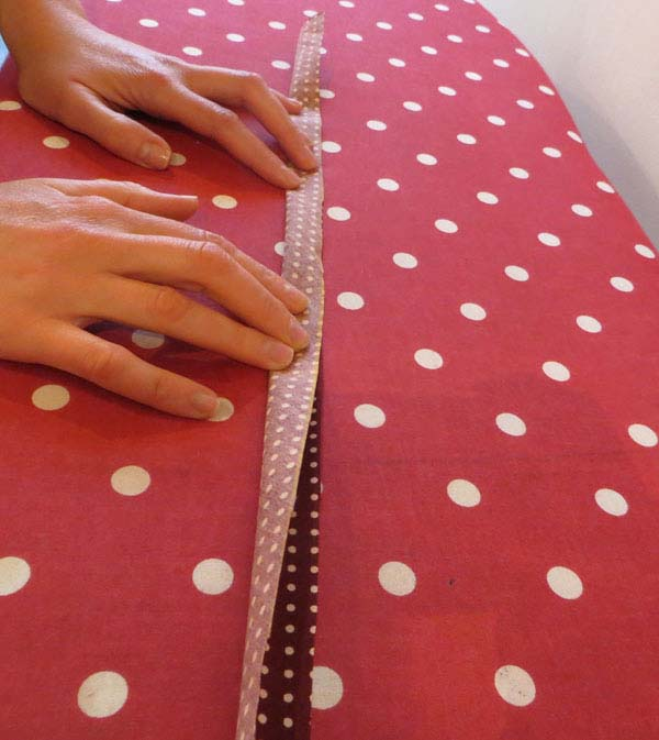 "alt=""How to make Rouleaux straps "" />"