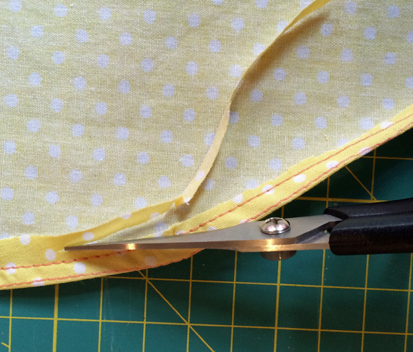 "alt=""How to sew a narrow hem""/>"